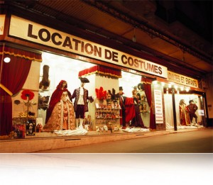 Boutique : L'académie du Bal Costumé 22 Avenue Ledru-Rollin, 75012 Paris Métro : Quai de la Rapée, Gare de Lyon ou Gare d'Austerlitz Téléphone : 01 43 47 06 08