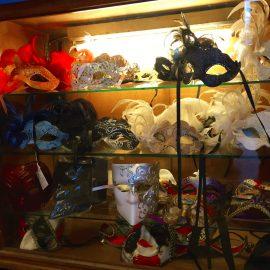 Les masques du Clown de la République, boutique bd Saint Martin à Paris